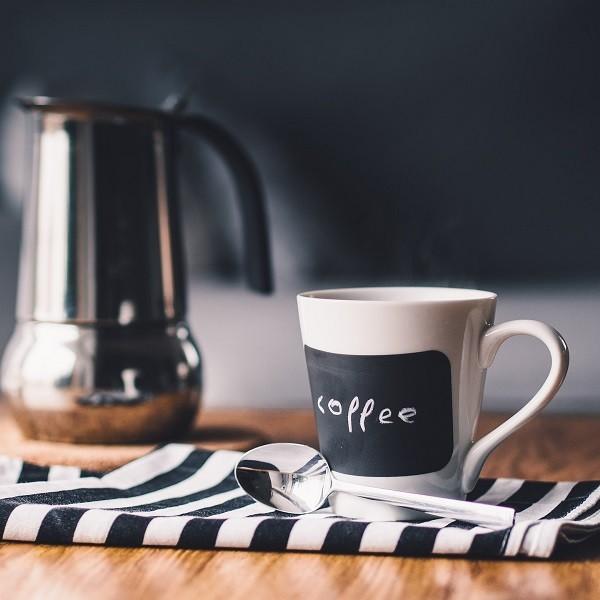 Gli errori più comuni da evitare quando si pulisce casa. caffettiera