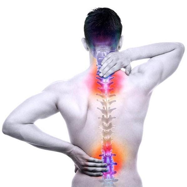 6 Gravi effetti sulla salute quando sei seduto tutto il giorno mal di schiena