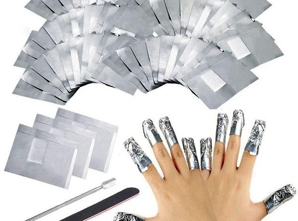 Come rimuovere rapidamente lo smalto per unghie da soli a casa