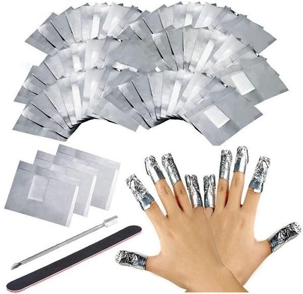 foglio alluminio per rimuovere rapidamente lo smalto per unghie da soli a casa