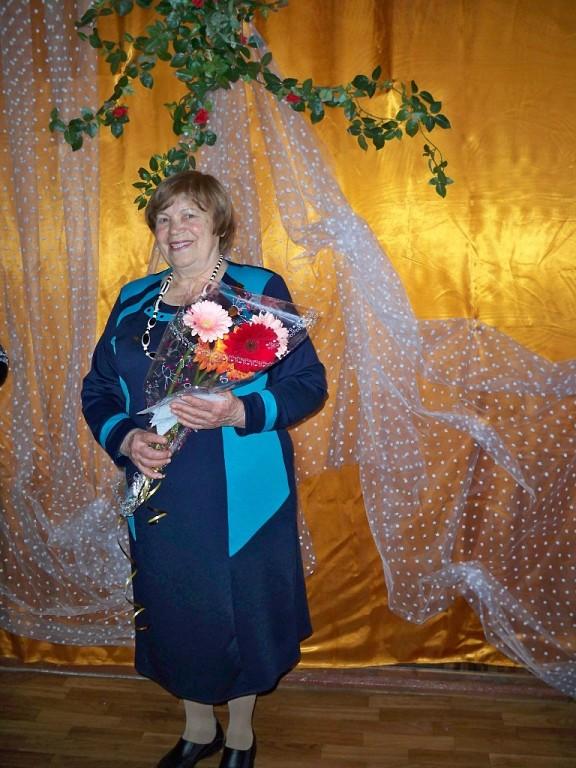 Мария Александровна Дьяченко на своем юбилее с цветами
