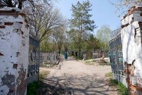 Центральный вход на старое Изюмское кладбище от улицы Капитана Орлова