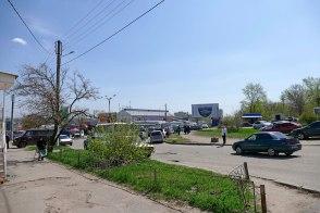 От улицы Соборной въезд в улицу Капитана Орлова в Изюме