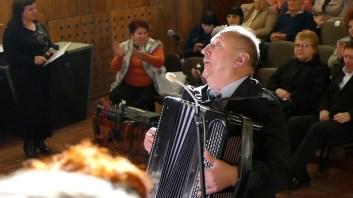 Аккомпаниатор (баян) хора - Григорий Редько