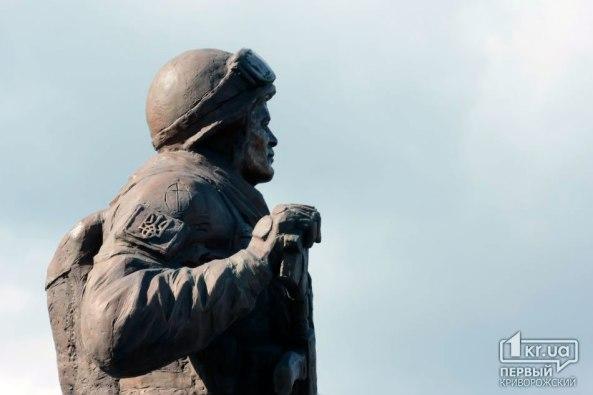 Первый в Украине памятник воинам героям АТО