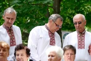 Наш легендарный баритон Сережа Запорожченко (на фото в центре)