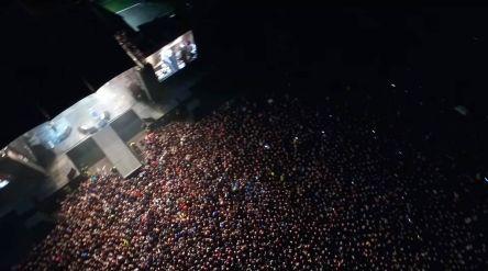 По данным СМИ, на стадионе собралось около 50 тысяч человек.