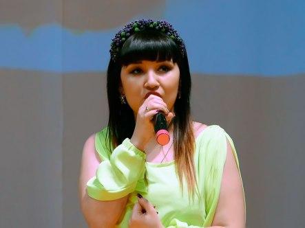 Марина Теплова-Забашта исполняет украинскую народную песню «Гиля, гиля, сірі гуси»