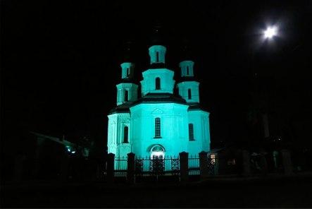 Преображенская церковь при ночном освещении