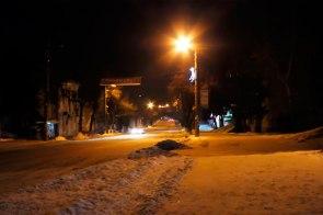 Спуск далее (500 метров) к пешеходному мосту через Северский Донец, справа - Главпочтамт