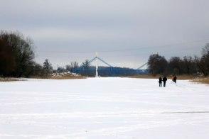 Мост «влюбленных» на реке Северский Донец в зимний период, город Изюм, 19 января 2017 года