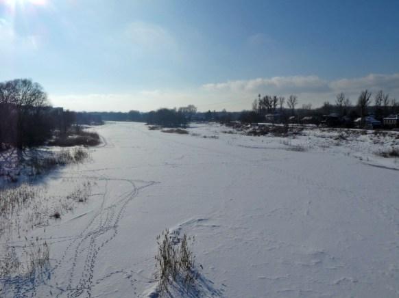 После крещенских морозов вся река скована толстым льдом