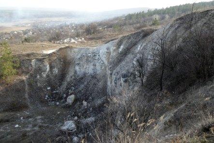 Живописный обрыв на юго-восточном склоне горы Кремянец в Изюме