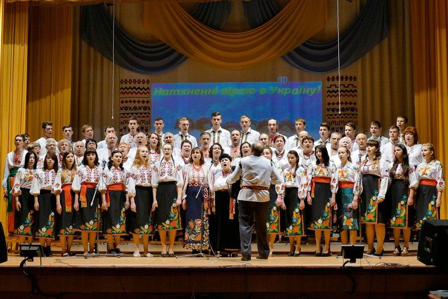 Сводный хор Изюмского профессионального лицея (участники ИПЛ и хор «Криниченька») под управлением Редько Григория Федоровича