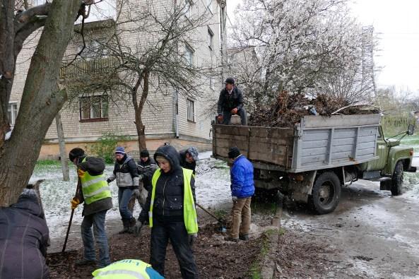 Коммунальщики просили передать привет нашему меру и выразили надежду, что он все же поднимет зарплату работникам