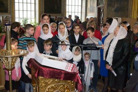 В храме звучали стихи и песни, прославляющие Светлое Христово Воскресение