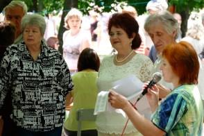 Валентина Николаевна Лисаченко, Николай Иванович Калюжный и поэтесса Изюма
