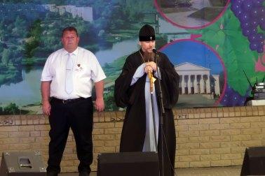 Городской голова Валерий Марченко и Высокопреосвященнейший Елисей архиепископ Изюмский и Купянский