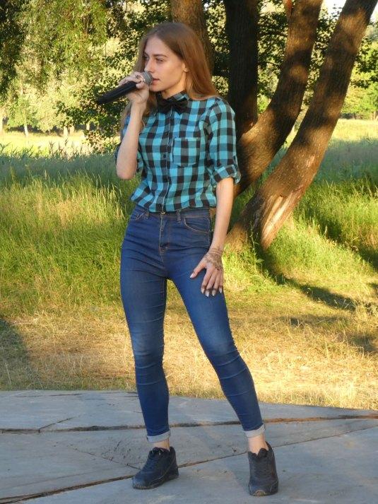 Анастасия Мацуцкая исполнила cover на песню MONATIK «Кружит»