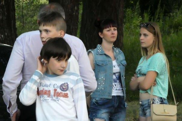 Юлия Зушенская на фото в центре