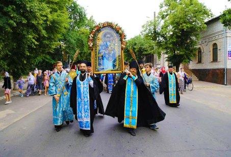 В воскресенье, 2 июля 2017 в г. Изюме прошел Крестный ход с чудотворной Песчанской иконой Божьей Матери о мире и благополучии в Украине