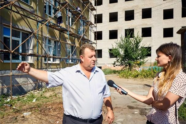 По информации Изюмского городского головы Валерия Марченко, в здании стационарного корпуса больницы капитальный ремонт не проводился ни разу