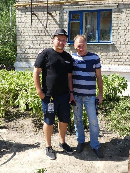 Художник Андрей Пальваль - слева на фото