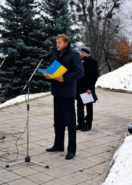 К собравшимся обратился заместитель Изюмского городского головы Константин Петров