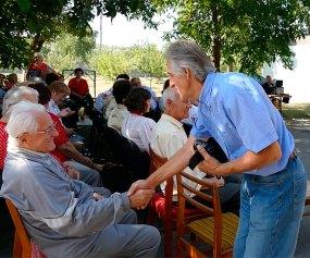 Николай Калюжный - проявление уважение к ветеранам Изюма