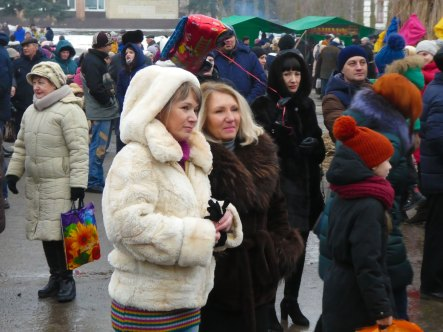 Яснова Елена Ивановна начальник городского управления культуры (на переднем плане справа)
