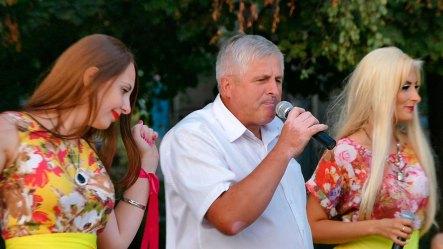 Вокальное трио: Ольга Евтушок, Дмитрий Рипак и Лидия Горелова исполнили популярную песню «Сохрани меня»