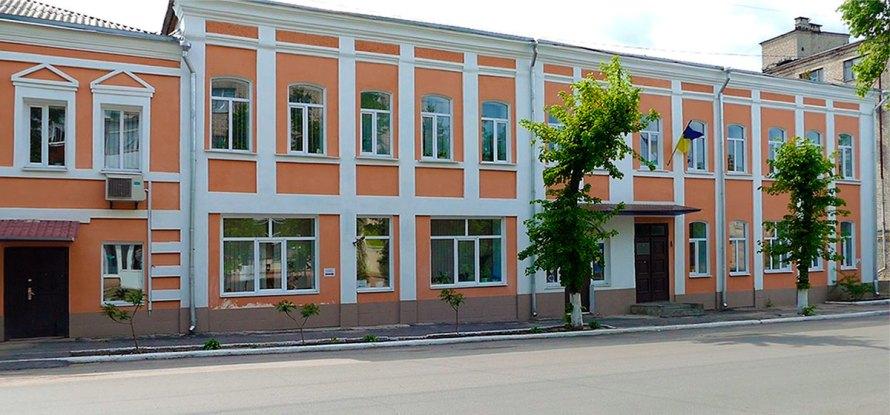 г. Изюм, ул.Соборная, 20, 1-й этаж, каб.: 14, 15, тел.: (05743) 2-13-87