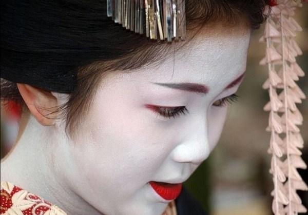 Maiko make up