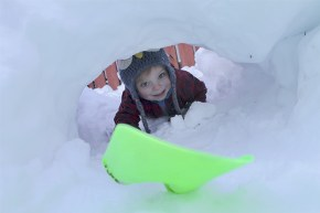 Making-snow-tunnels-in-Jasper
