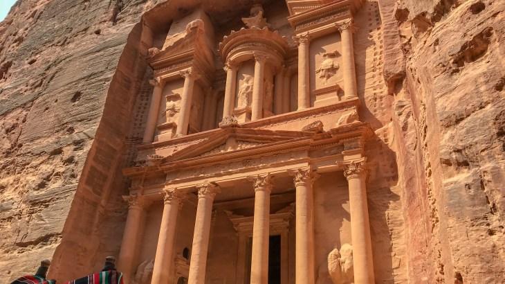 ヨルダンでインディ・ジョーンズになれる!?謎の古代都市ペトラ遺跡。その内部と行き方
