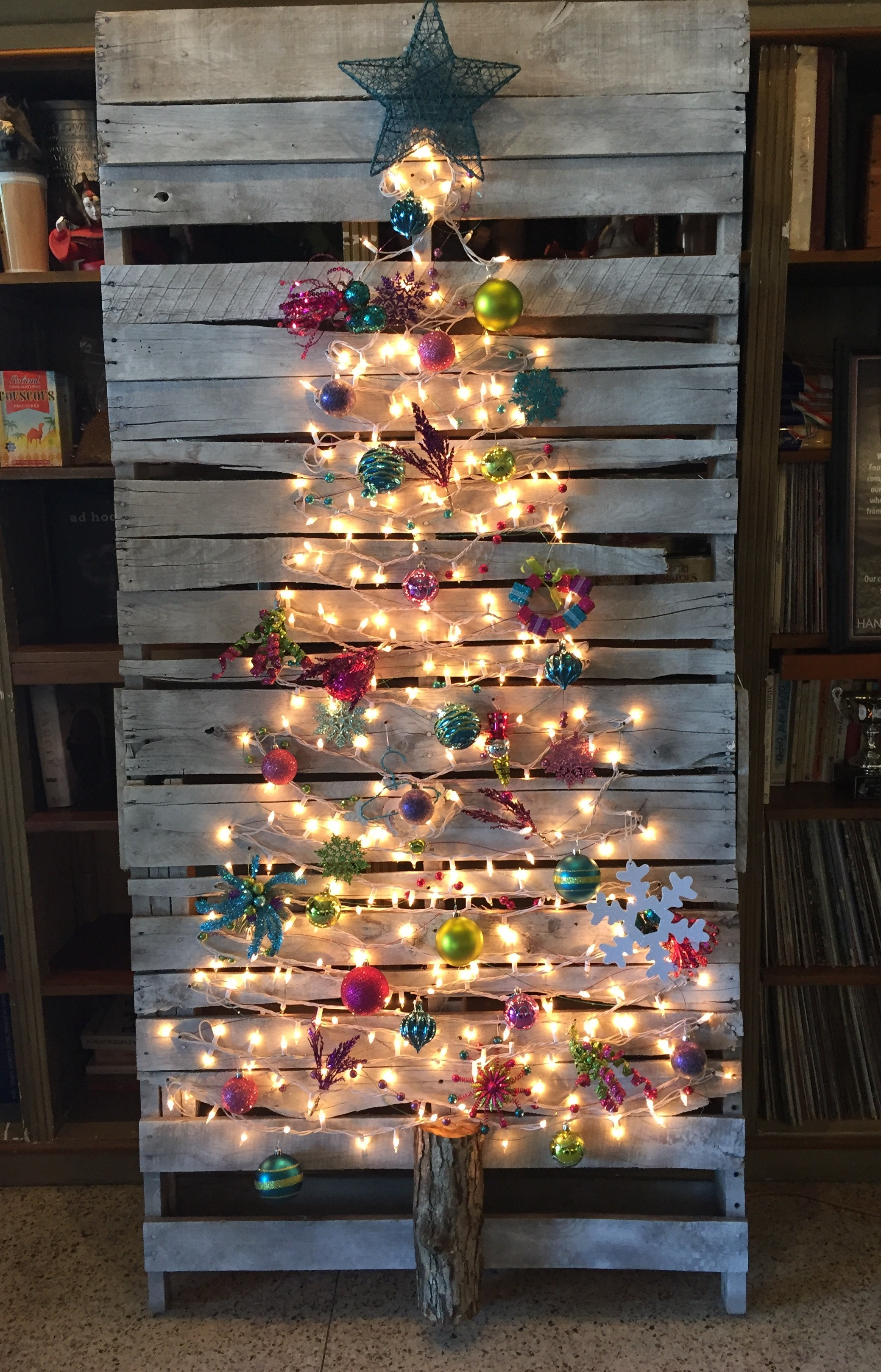 Easy DIY Pallet Christmas Tree Ideas To Amaze Everyone