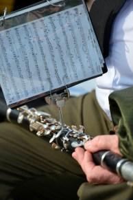 Músico Preparándose - Musician Getting Ready