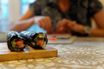 Preparando el sushi - Preparing sushi