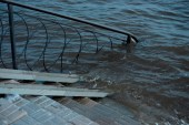El acceso a la playa inundado - The access to the beach is flooded