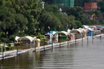 El río ha alcanzado a todos los negocios del bulevar - The river has affected all business in the boulevard
