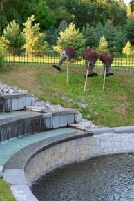 Esculturas de todo tipo adornan el parque - Different types of sculptures embellish the park