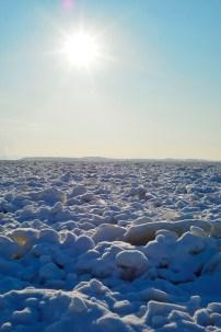 El sol genera brillos en la nieve, con sombras pronunciadamente azules (-20ºC) - The sun gets the snow brighting, with deep blue shadows (-20ºC)