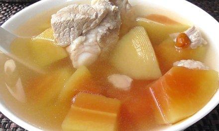 美容养颜的青木瓜排骨汤
