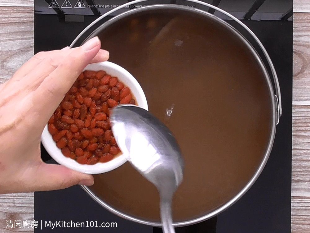 花生莲藕排骨汤