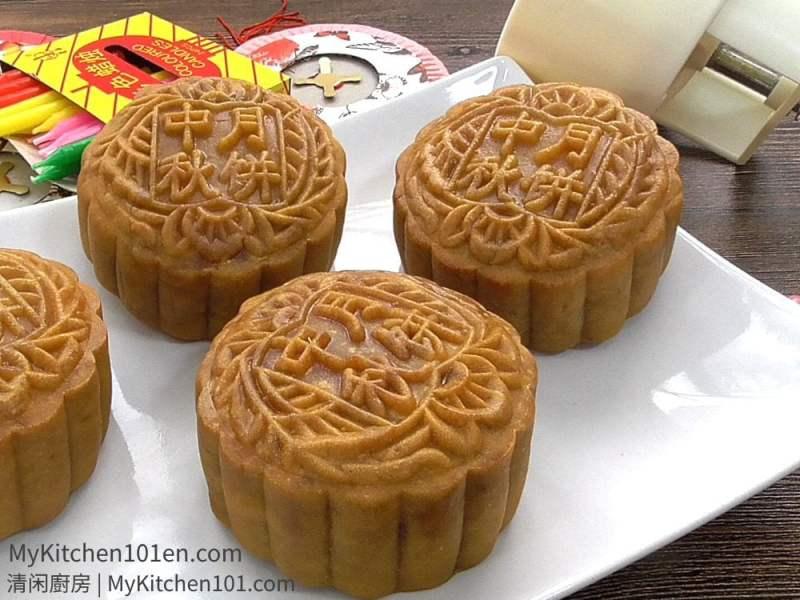 Making Traditional Mooncake