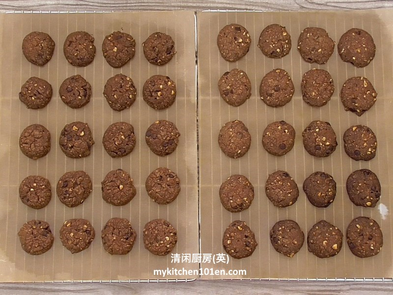 hazelnut-chocolate-chip-cookies10