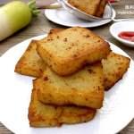 Deep-Fried Radish Cake/Daikon Cake (a.k.a. Chai Tao Kuih/Lor Pak Kou)