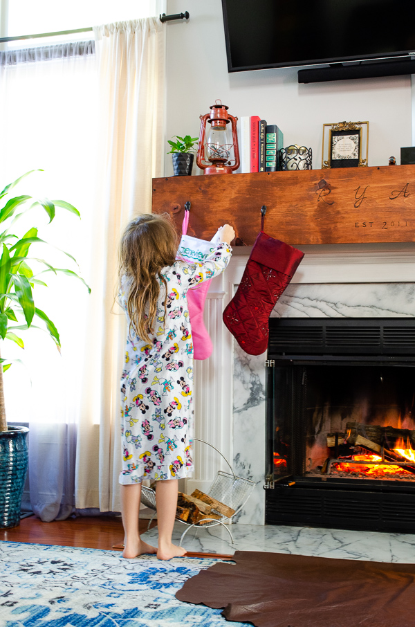 Stupendous Diy Mantle Wrap Wood Stocking Hanger A Big Update For Your Home Interior And Landscaping Pimpapssignezvosmurscom