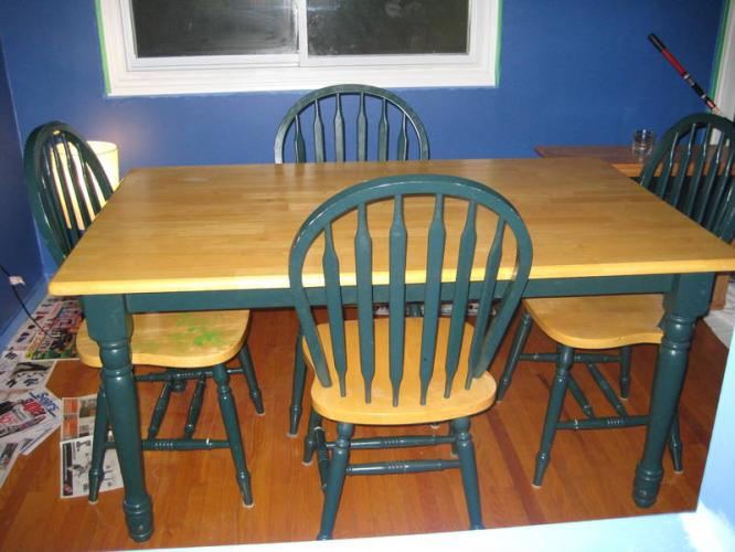 Country kitchen table and chairs Photo