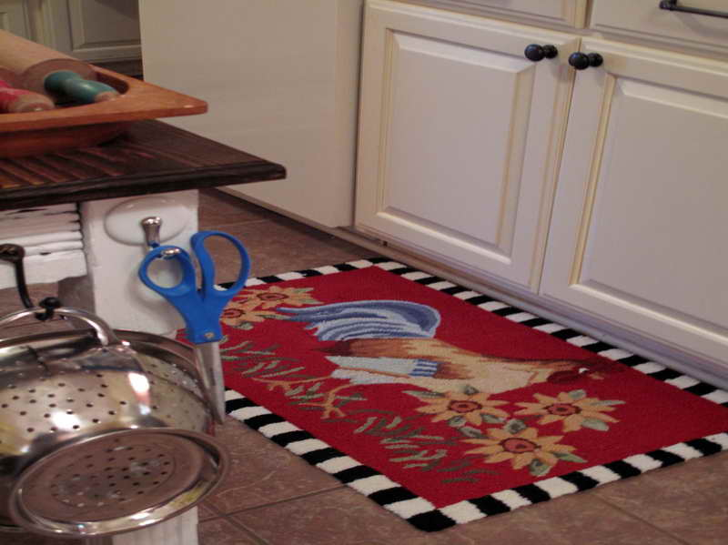 kitchen table 2 chairs and bench unfinished youth dining chair rooster rugs   ideas